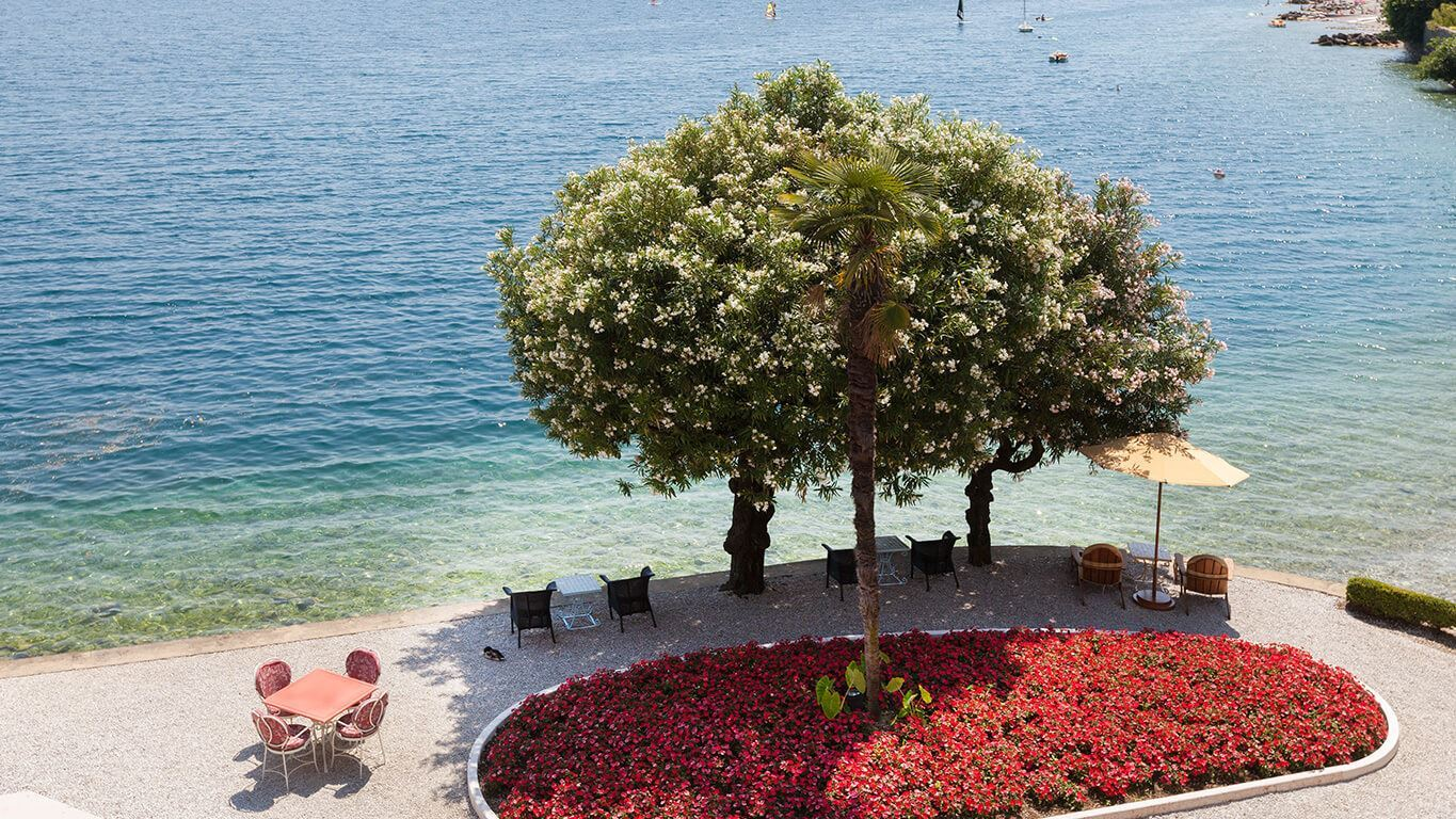 Grand-Hotel-Villa-Feltrinelli-Lake-Garda-03-The-Garden-and-the-lake